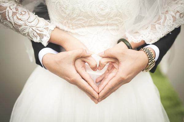 eleganckie zaproszenia ślubne wycinane