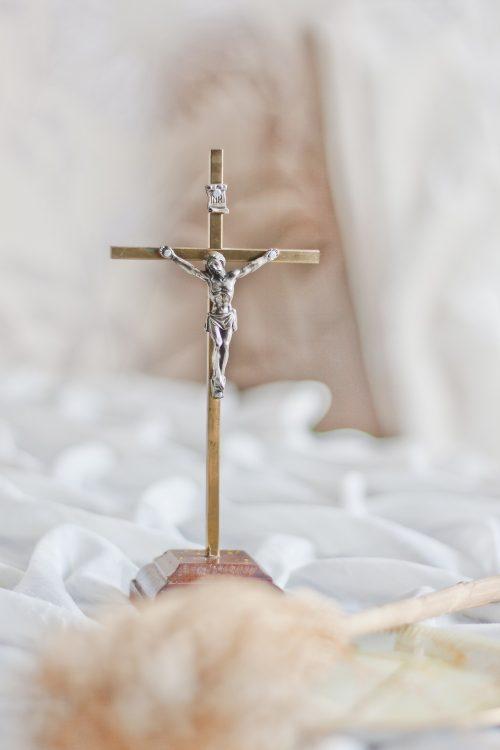 crucifix-792117_1920